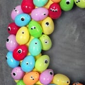 googly-eyes-easter-egg-wreath