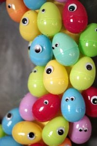 googly-eyes-easter-egg-wreath-7