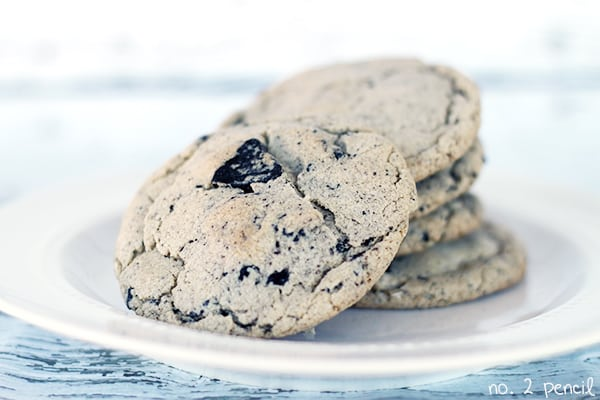 Oreo Pudding Cookies, the warm chewiness of a freshly baked chocolate chip cookie, and the cookies and cream flavor of an Oreo!
