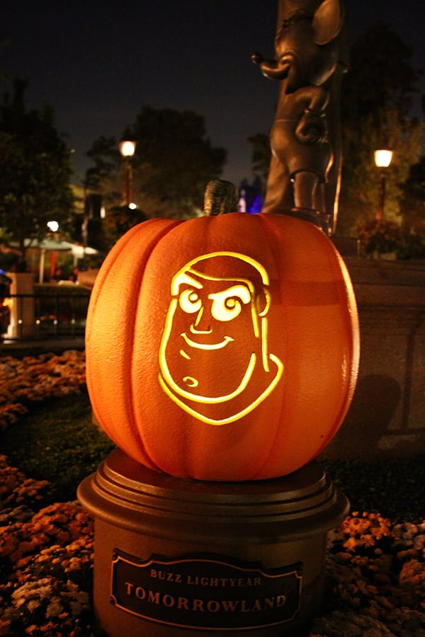Disneyland Halloween Time Tips and Tricks - all the best things to eat, drink and see!