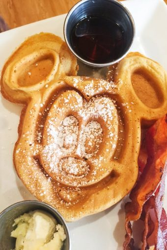 29 Amazing Things to Eat and Drink at Disneyland