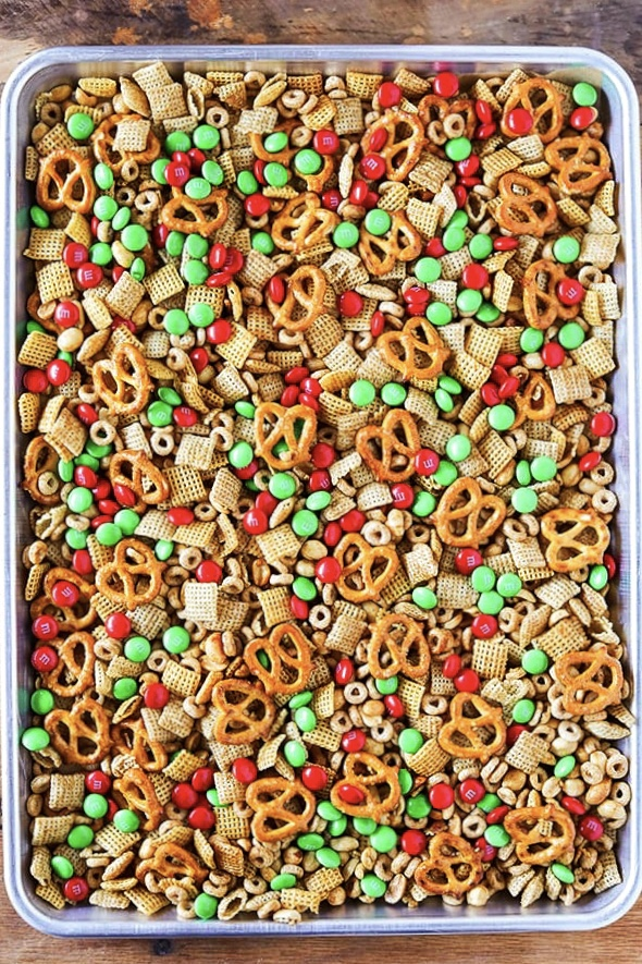 Christmas Chex Mix.Homemade Slow Cooker Chex Party Mix