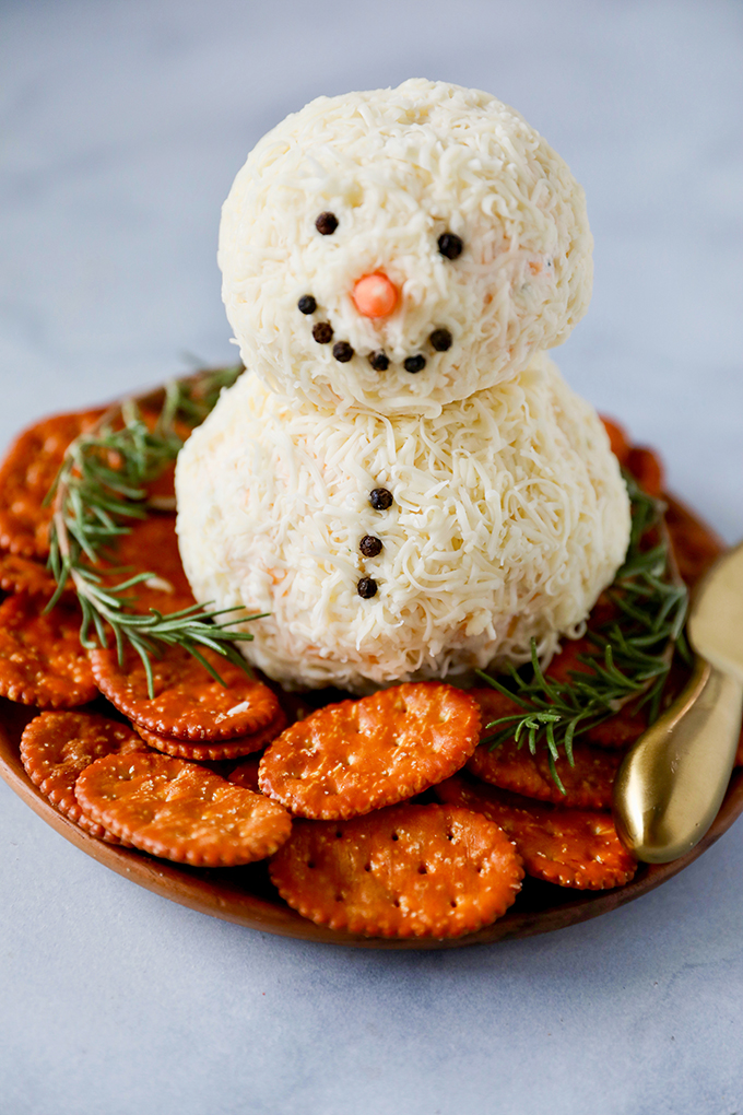 Christmas Cheese Ball.Snowman Christmas Cheese Ball Recipe