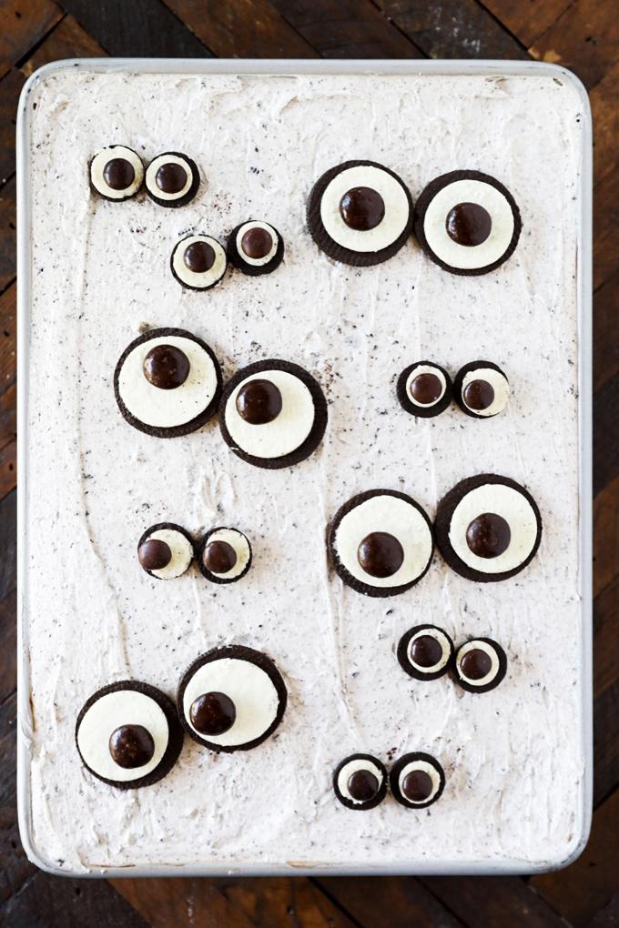 Spooky Eyes Halloween Cake